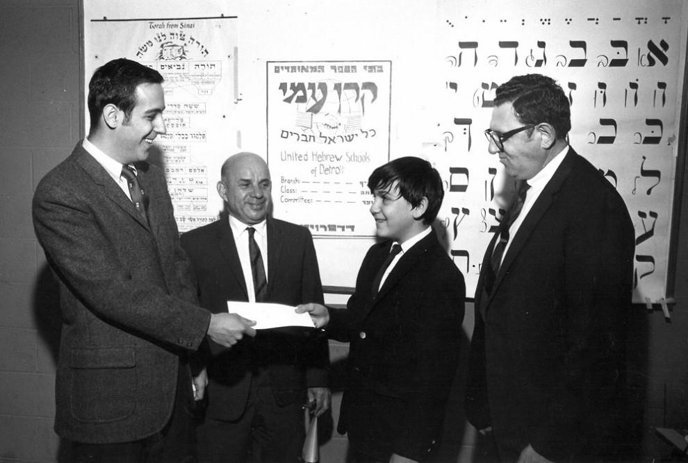 Mark Hauser receives Keren Ami check