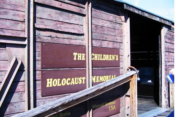 the paperclip project An educational video for kids this video begins by showing photos of the horrors of the holocaust then begins the story of the holocaust project, six million.