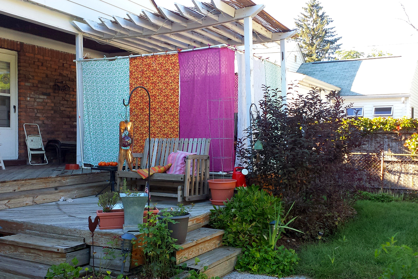 The-Kannon-Family-of-Ferndale.-Sukkah-is-made-of-PVC-and-tabbed-fabric-panels_2