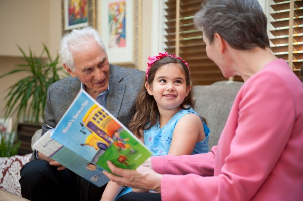 Harold Grinspoon delivers PJ Library's 3 millionth book