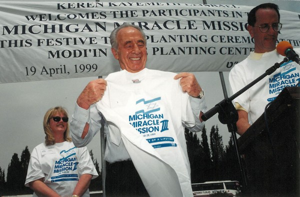 Shimon Peres meets and greets Michigan Miracle Mission III