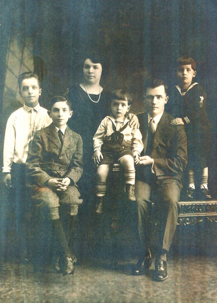 Fannie and Joseph Beresh, with children Abraham, Louis, Morris and Meyer.